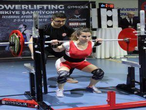 Powerlifting Şampiyonası'nda Kıyasıya Rekabet