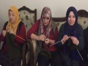 Mehmetçik Afrin'de Üşümesin Diye Atkı Ve Bere Örme Seferberliği Başlattılar