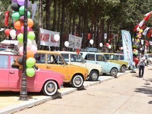 Kepez'de Klasik Otomobiller Buluşuyor