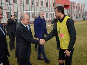 Vali Çakacak'tan Eskişehirspor'a Moral Ziyareti