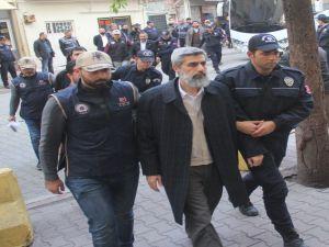 Alparslan Kuytul İle Birlikte 25 Kişi Tutuklanma Talebiyle Mahkemeye Sevk Edildi