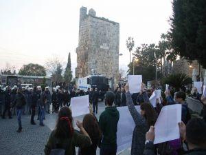Antalya'da İzinsiz Gösteriye Polis Müdahalesi
