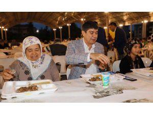 Başkan Türel Kepez'de iftar yaptı