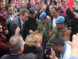 Afrin'e Giden Komandolara Baklava İkramı