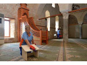 Yivli Minare Cami bayrama hazır