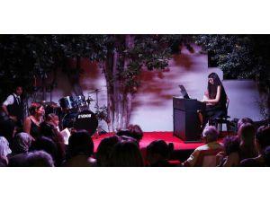 Sümer Ezgü Sanat Akademisi'nde yılsonu gösterisi