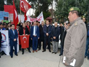 Öğrencilerden Şehitler İçin Yürüyüş Ve Afrin'deki Mehmetçiğe Mektup