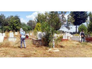 Manavgat'ta mezarlıklara bayram bakımı