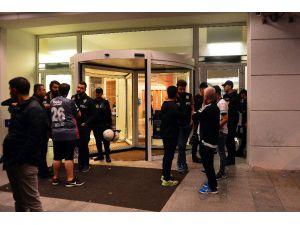 Beşiktaşlı taraftarlar, Şenol Güneş içim hastaneye akın etti