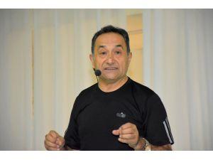 Ünlü Dr. Feridun Kunak Dursunbey'de Sağlıklı Yaşamın ipuçlarını verdi