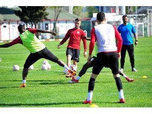 Samsunsporlu futbolcular ligde kalmaktan umutlu