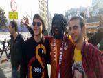 Galatasaraylı taraftarların Gomis sevgisi