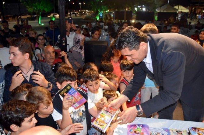 Aliağalı çocuklardan Muzaffer İzgü'ye sevgi seli