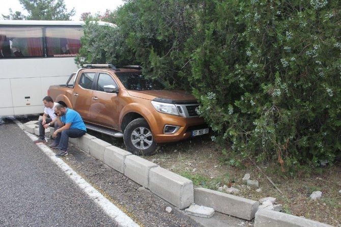 Sürücüler kazaya bakarken 5 araç birbirine girdi