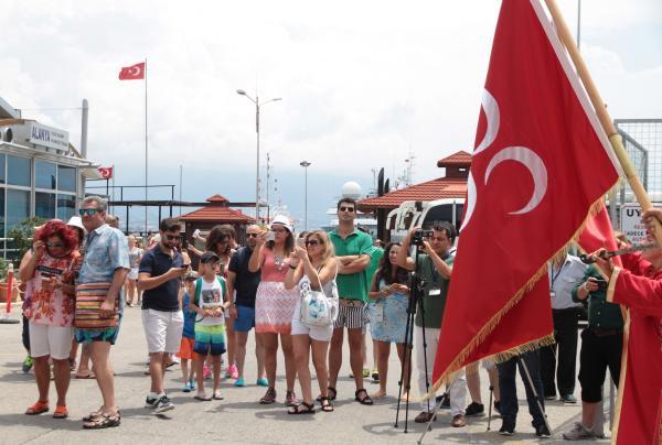 Alanya'ya gemiyle gelen Lübnanlılara mehterli karşılama