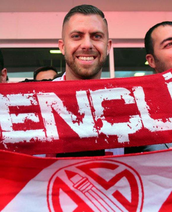 Antalyaspor taraftarından Menez'e coşkulu karşılama