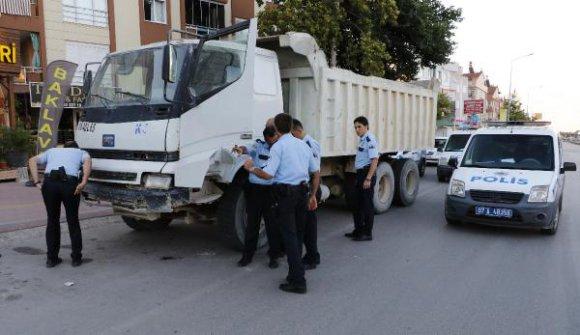 Egzoz sesinden 'dur' ihtarını duymadı, polisi peşine taktı