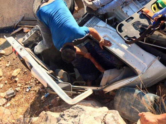 Freni boşalan kamyon devrildi: 1'i ağır 2 yaralı