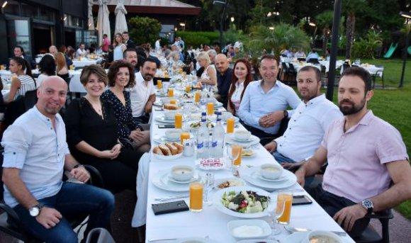 Eğitimciler iftar yemeğinde buluştu