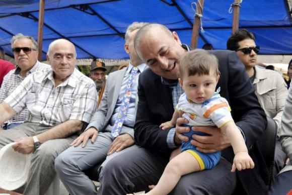 Bakan Çavuşoğlu: Başkalarına saygı duymak düşer (2)