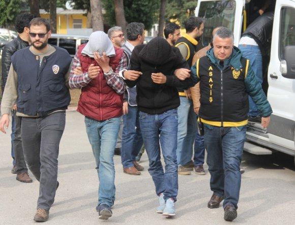 Sopa ve 10 bıçak darbesiyle öldürüldü, katilleri 155 kamerayla bulundu