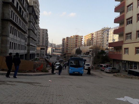 Mardin'de Kamyonun Çarptığı Direk Devrildi