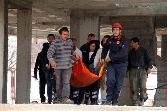 Başına Tahta Bloklar Düşen İnşaat İşçisi Ölümden Döndü
