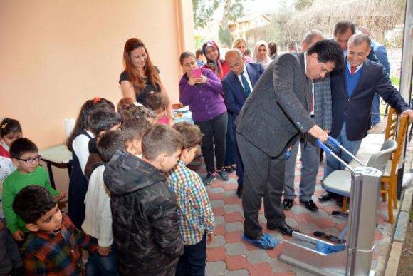 Başkan Gül'den miniklere hediye