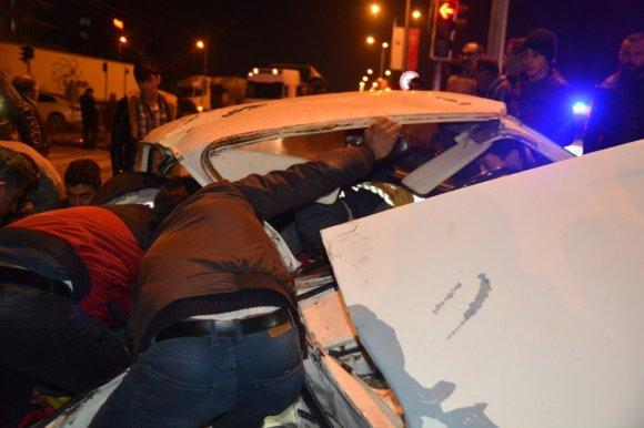 Sungurlu'da İki Otomobil Çarpıştı: 2'si Ağır 3 Yaralı