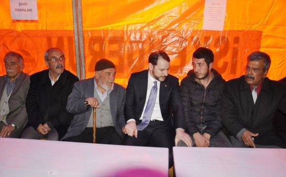 Bakan Albayrak Şehit Selim Vurdal'ın Ailesini Ziyaret Etti