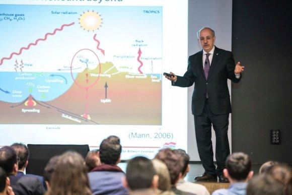 AGÜ Talks'ta iklim değişikliği konuşuldu