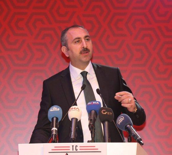 Şehit Ailelerine Devlet Övünç Madalyası'nı Adalet Bakanı Verdi