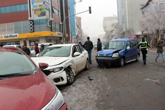 Ardahan Kent Merkezinde Zincirleme Kaza