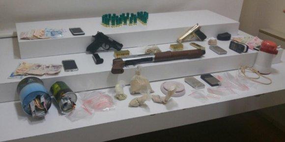 Uyuşturucu Satıcılarına Site Otoparkında Baskın