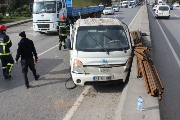 Kontrolden Çıkan Kamyonet Otomobille Çarpıştı: 1 Yaralı