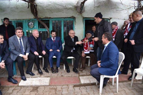 Başkan Ergün Kula'da Büyük İlgi Gördü