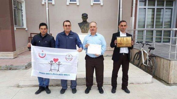 Çavdarhisar İmam Hatip Ortaokulu'na 'Beyaz Bayrak' Ödülü