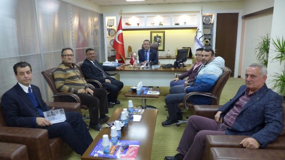 Esnaf Odasının Yeni Yönetimi Kuşadası Ticaret Odası'nı Ziyaret Etti