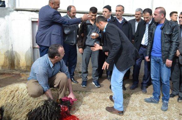 Adilcevaz Afrin Gazisini Bağrına Bastı
