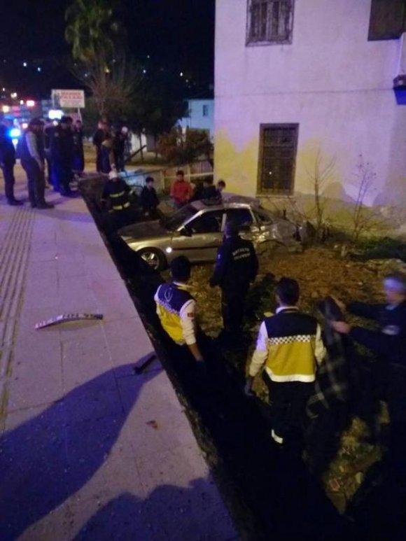 Finike'de kaza: 2 üniversiteli öldü, diğeri ağır yaralandı