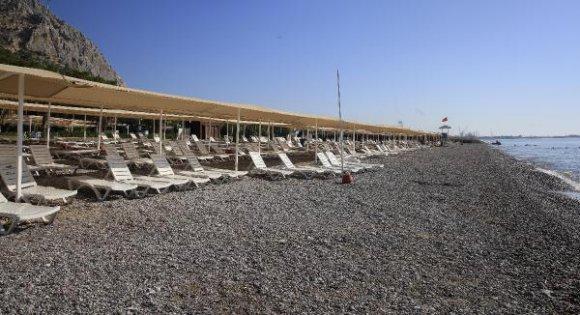 Sarısu ve Finike Kadınlar Plajı bayramda hizmette