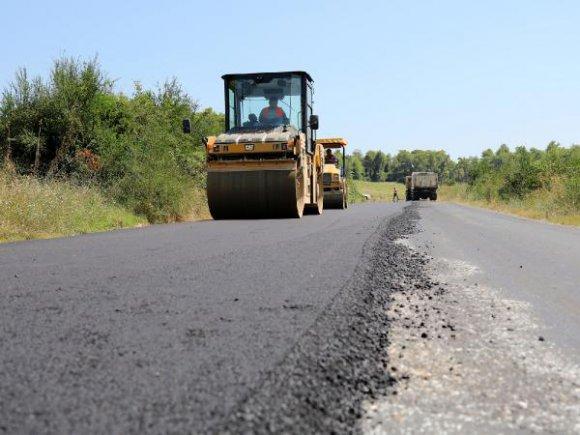 Manavgat Belediyesi'nden Yeniköy'e asfalt