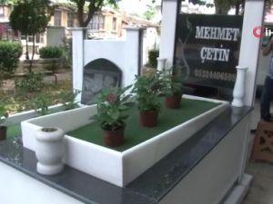 Mezar taşının üzerinde telefon numarasını gören şaşkına dönüyor