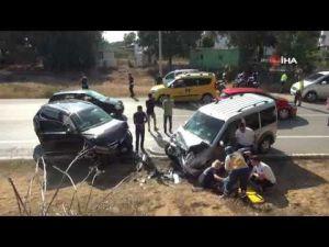 İki araç kafa kafaya çarpıştı: 2 yaralı