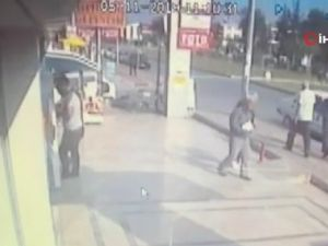 Kapkaççı şahıs, çalmaya çalıştığı para dolu poşet yırtılınca amacına ulaşamadan kaçtı
