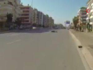 Sürat motosikletinin çarpıp otomobilin ezdiği kadın hayatını kaybetti