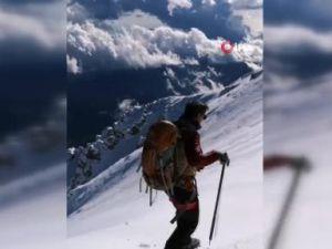 26 yıl önce Uludağda kaybolan 18 kişi yaptıkları kar mağarası ile hayatta kalmış