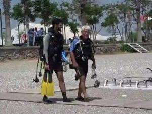 Dünyaca ünlü sahilde akvaryumu andıran görüntüler
