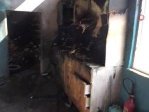Gece yanan lastikçideki zarar gün doğunca belli oldu