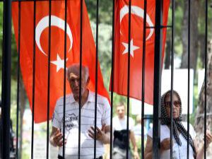Antalya'da mezarlıklarda arife yoğunluğu